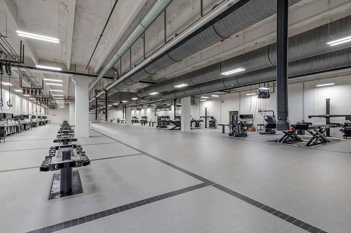 BMW Pines Collision Center & Garage Complex 3